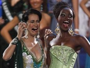Фотогалерея: Слезы победительницы Мисс Земля 2008