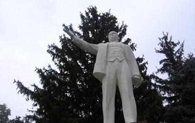 В Николаевской области неизвестные повредили памятник Ленину