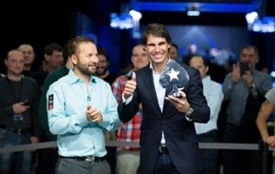 Первая ракетка мира Рафаэль Надаль выиграл живой покерный турнир в Праге