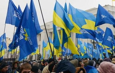 Сторонники Партии регионов стягиваются к Европейской площади