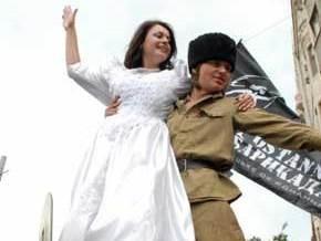 На фестивале в Гуляйполе отпраздновали  Махновскую свадьбу