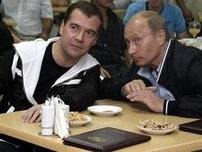"""МК: Медведев - """"на"""", а Путин - """"в"""""""