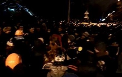 На Майдане встретили полночь исполнением гимна с Русланой
