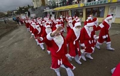 Около тысячи Дедов Морозов прошлись по улицам Ялты