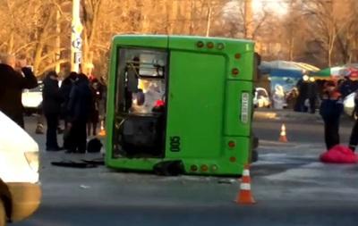 В Луганске перевернулась маршрутка: пострадали 18 человек