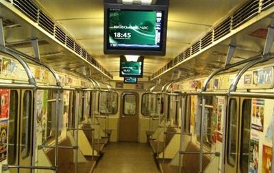 Рекламные мониторы в столичном метро демонтируют за долги