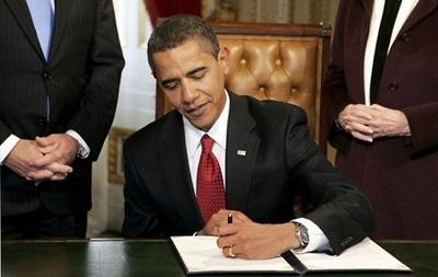 На Гавайях Обама подписал компромиссный бюджет США на два года