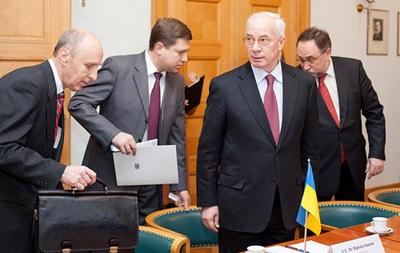 Азаров: МВФ требует девальвации гривны