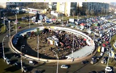 Автоколонна направилась из центра Киева пикетировать Межигорье