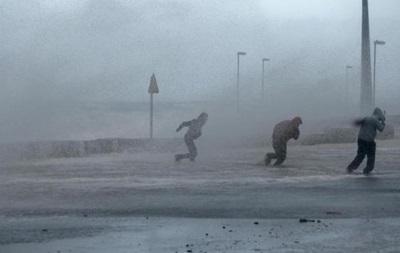 Мощный тропический циклон Кристин движется вглубь Австралии