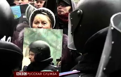 Милиция на Евромайдане увидела себя в зеркалах - BBC