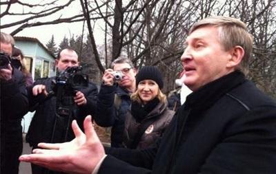 Ахметов без охраны вышел к демонстрантам в Донецке