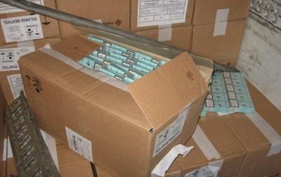 В Ровенской области контрабандисты пытались перевезти полтысячи ящиков сигарет под видом бумаги