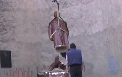 Под Новый год в Грузии снесли памятник Сталину