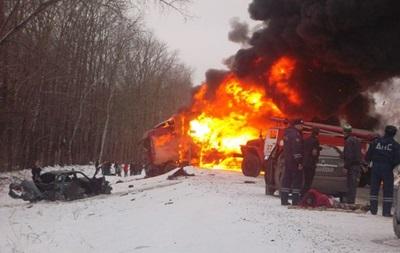 Крупное ДТП произошло на трассе в России: погибли восемь человек