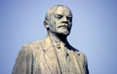 В Кривом Роге разрушили бюст Ленина