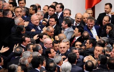 Турецкие депутаты подрались из-за закона о судьях