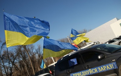 Колонна Автомайдана опять едет в Межигорье, но ее остановили на Почтовой