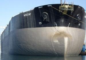 СМИ: Пираты напали на танкер с украинским экипажем. Есть раненые
