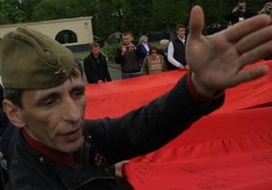 Львовский горсовет отклонил протест прокурора на решение о запрете красных флагов
