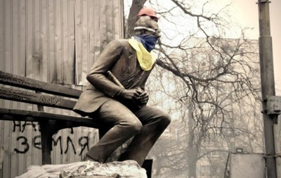 Суркис: Считаю, что отношение к памятнику Лобановскому - это полный беспредел