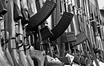Из-за беспорядков в Киеве закрываются оружейные магазины