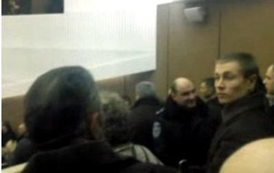 Митингующие прорвались в Сумской облсовет
