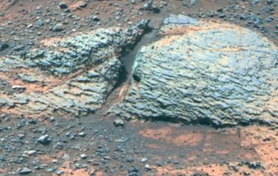 На Марсе обнаружены следы пригодных для жизни водоемов