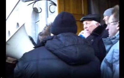 В Чернигове митингующие взяли штурмом обладминистрацию