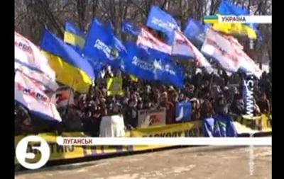 В Донецке и Луганске прошли демонстрации в поддержку Президента