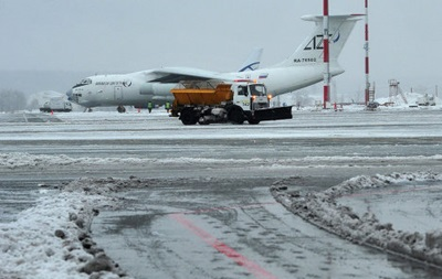 В Крыму из-за непогоды не работают Керченская переправа и аэропорт