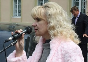 Фарион просит Януковича отправить в отставку Табачника, который  фатально ошибся с местом проживания