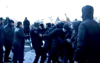 Днепропетровские милиционеры не знают людей, помогавших разгонять местных митингующих