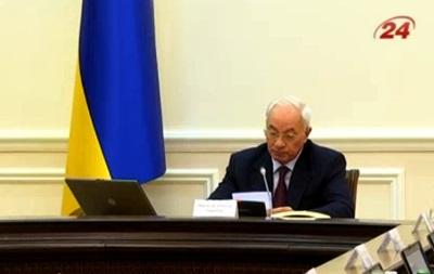 Азаров передал полномочия Арбузову и попрощался с чиновниками