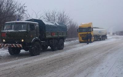 Из-за непогоды затруднено движение по автодорогам в пяти областях Украины