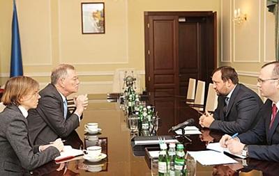 Арбузов обсудил варианты выхода из ситуации в Украине со спецпредставителем ООН