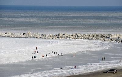 В Одессе замерзает море
