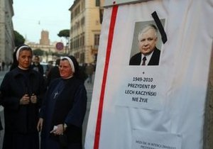 Янукович объявил 12 апреля днем траура в Украине в связи с гибелью Качиньского