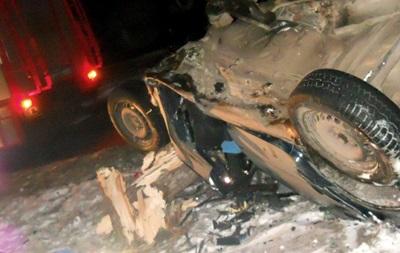 В Киеве Audi врезалась в дерево, погибли два человека