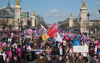 Более 500 тысяч человек протестуют против однополых браков в Париже