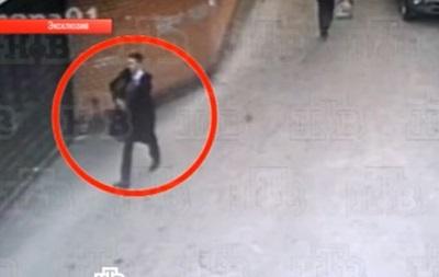 Появилось видео, как московский школьник-убийца проносит оружие