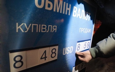 На межбанке гривна упала до 8,83/8,845 за доллар