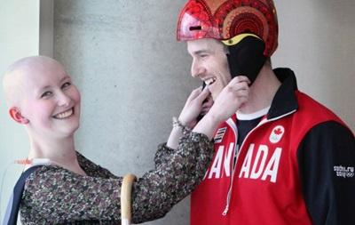 Канадский горнолыжник на Олимпиаде выступит в шлеме, разрисованном онкобольной девушкой