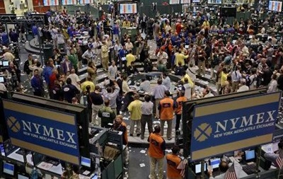 Золото на COMEX незначительно растет