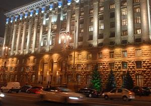 В колонном зале КГГА установили новогоднюю елку
