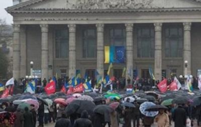 Суд обязал протестующих освободить помещения Тернопольской ОГА