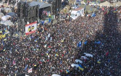 Почти половина украинцев поддерживают Майдан