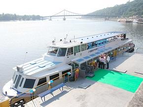 Речной трамвай в Киеве совершил первый рейс