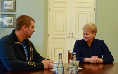Лидер Автомайдана Булатов встретился с президентом Литвы