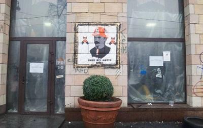 На киевских баррикадах появились портреты классиков украинской литературы